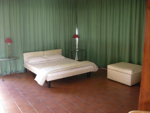 A bed or beds in a room at Imperial