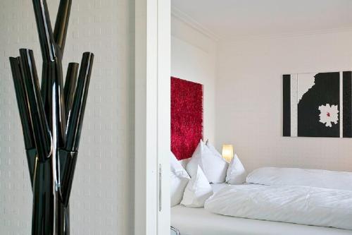 Ein Bett oder Betten in einem Zimmer der Unterkunft Romantik Hotel Residenz am See