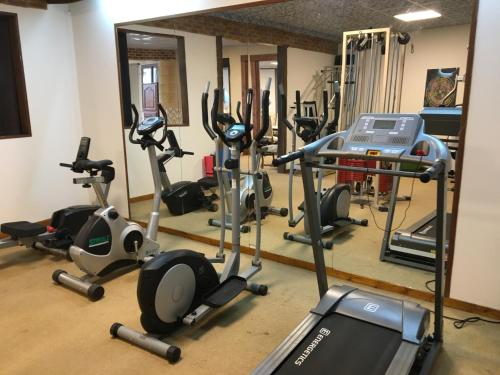 The fitness center and/or fitness facilities at Hotel Oasis