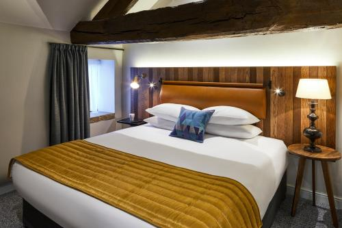 A bed or beds in a room at Mercure Barnsley Tankersley Manor Hotel