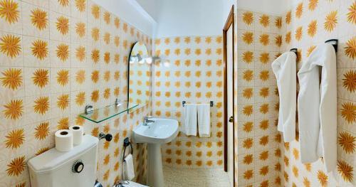 Uma casa de banho em Rosamar Apartamentos - AL