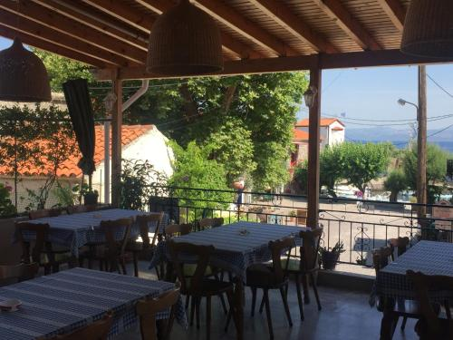 A restaurant or other place to eat at Gorgona Hotel
