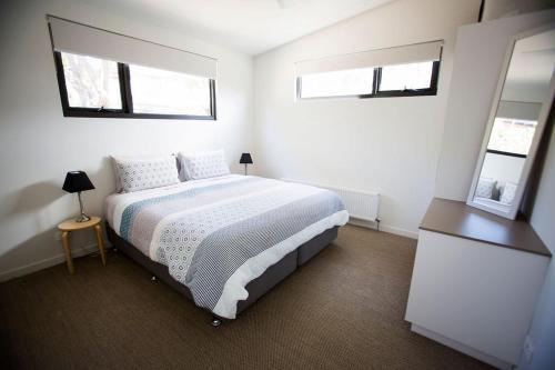 A bed or beds in a room at Deśa Retreat Ecovillas
