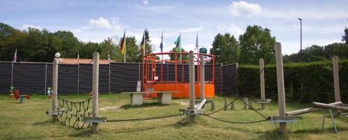 Aire de jeux pour enfants de l'établissement Camping Porte des Vosges