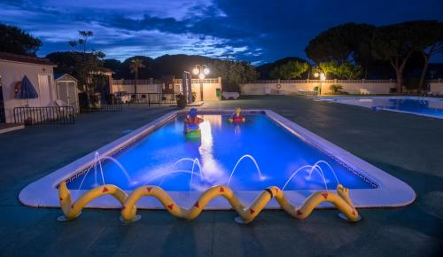 The swimming pool at or near Camping Roca Grossa