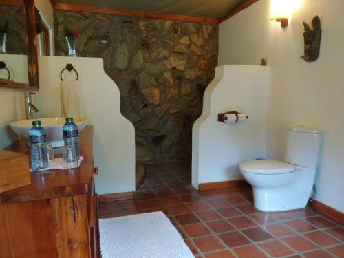 A bathroom at Ziwa Bush Lodge