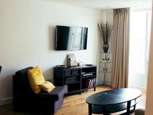 Super central Cardiff apartment close to stadiums!