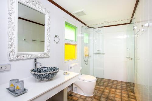 A bathroom at Phusanfah Resort