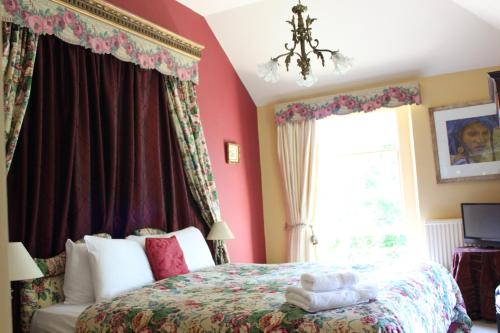 A bed or beds in a room at Bloomfield House