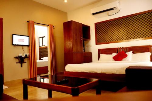 A bed or beds in a room at Lake N River Resort Munroe Island