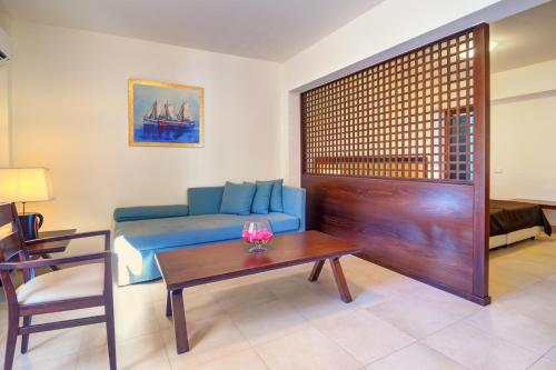 A seating area at Miramare Resort & Spa