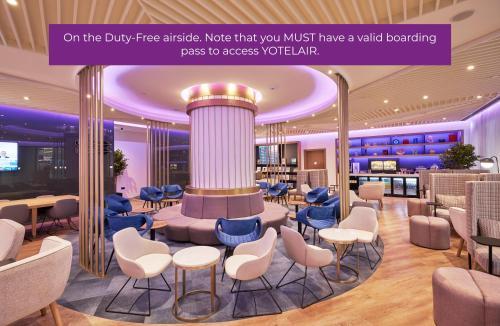 Лаундж или бар в YOTELAIR Istanbul Airport (Airside)