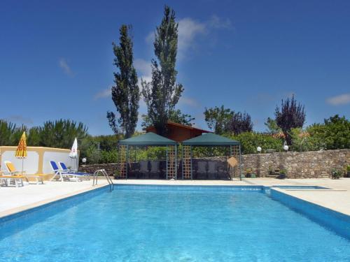 The swimming pool at or near Casa de Campo Sao Rafael - Turismo Rural