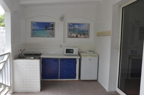 A kitchen or kitchenette at Hostellerie des châteaux