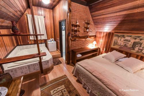 Cama ou camas em um quarto em Pousada Cantos e Contos