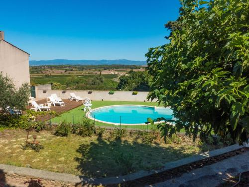 The swimming pool at or near Holiday Home in Montbrun-des-Corbieres with Pool