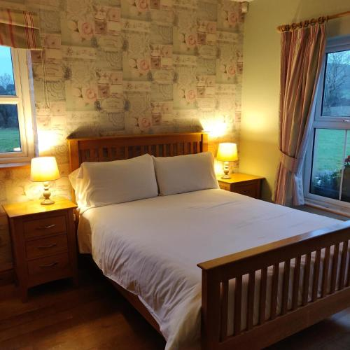 A bed or beds in a room at Millstone Cottages