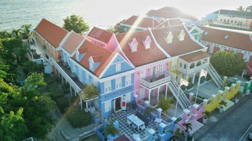 Een luchtfoto van Scuba Lodge & Suites
