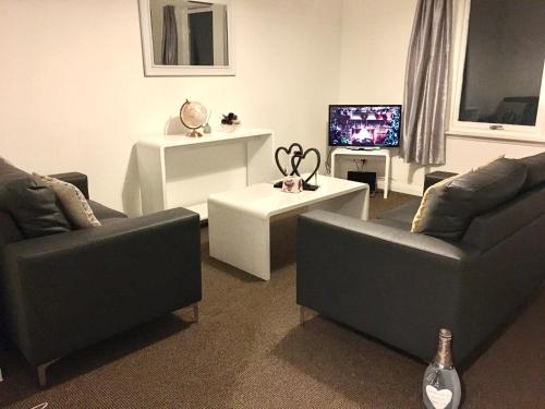 Central Spacious 2 Bedroom by Union Square Free Parking