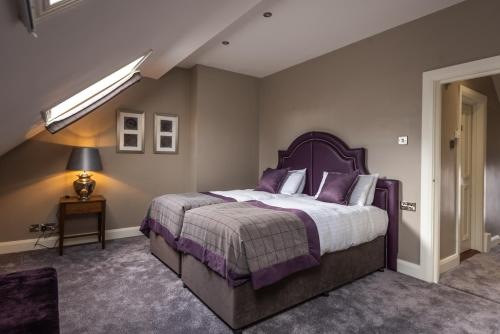 A bed or beds in a room at Bishop's Gate Hotel