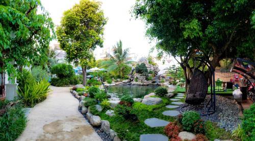 Jardín al aire libre en Hoi An Emotion Boutique Hotel