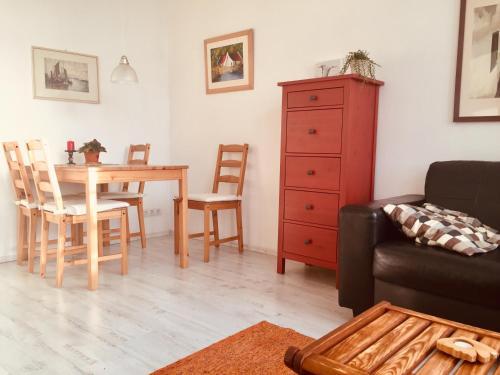Ein Sitzbereich in der Unterkunft Ferienhaus am Glückstädter Hafen