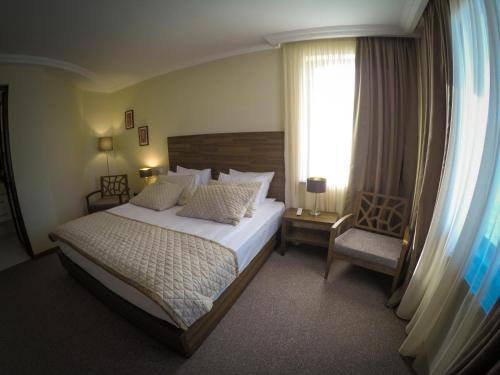 A bed or beds in a room at Hotel Beaumonde Garden
