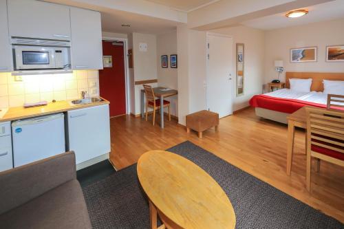 Ett kök eller pentry på Hotel Tornet