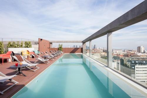 The swimming pool at or close to Acta Voraport