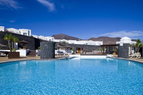 Het zwembad bij of vlak bij Bungalows Coloradamar