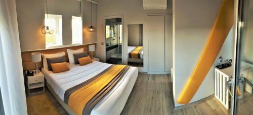 Uma cama ou camas num quarto em Hotel Aleluia