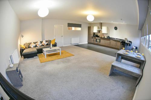 Huge Modern Apartment 2 Bathrooms Sleeps 6