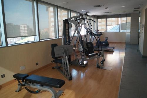 The fitness center and/or fitness facilities at LCB Hotel Fuenlabrada