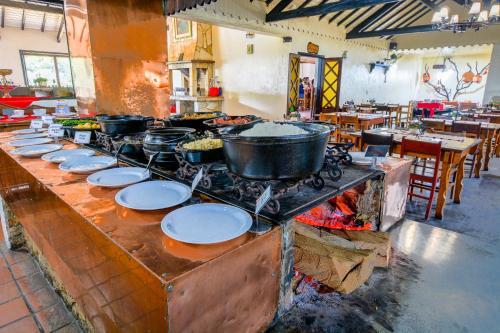 Um restaurante ou outro lugar para comer em Hotel Cabeça de Boi