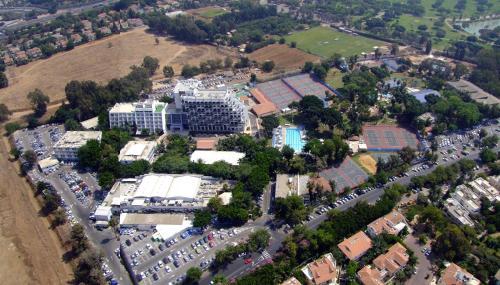 Een luchtfoto van Kfar Maccabiah Hotel & Suites