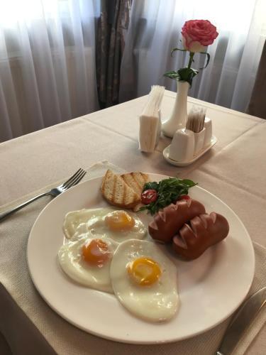 Завтрак для гостей MelRose Hotel