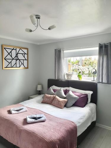 Double/twin room, private shower room, breakfast, car park
