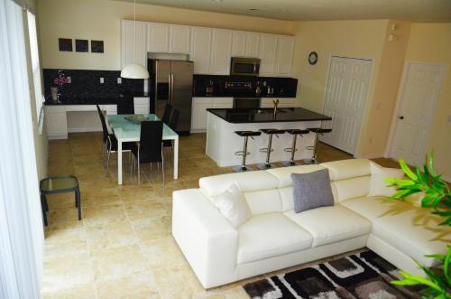 Uma área de estar em Bella Vida Resort by FVH