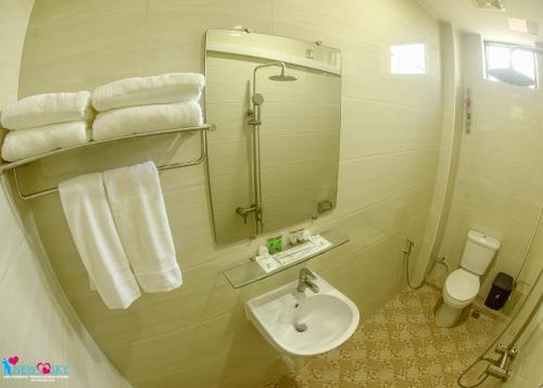 A bathroom at Hotel Homey Mandalay