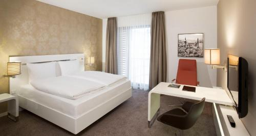 A bed or beds in a room at INNSiDE by Meliá Dresden