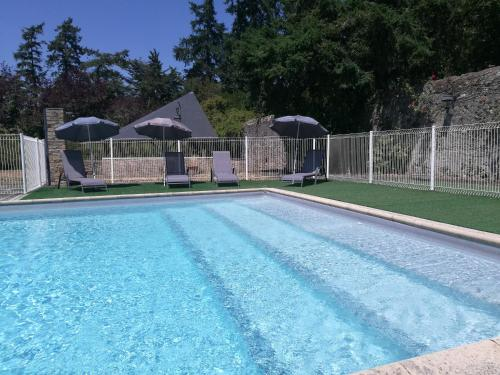 The swimming pool at or close to Le Fief Des Cordeliers