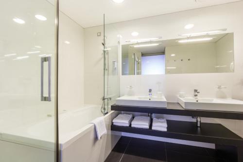 A bathroom at Habakuk Wellness Hotel