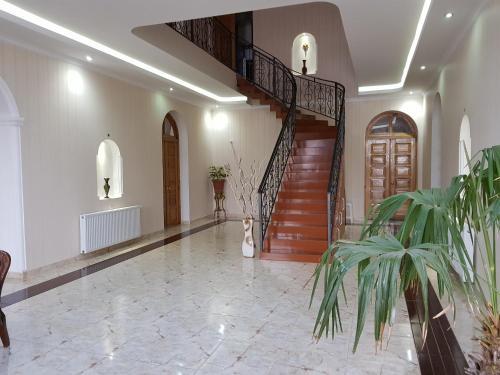 Лобби или стойка регистрации в Max Hotel Gogi Alibegashvili