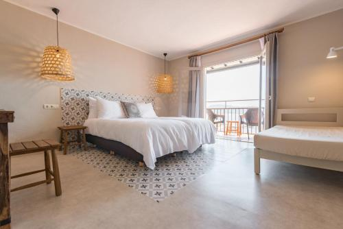A bed or beds in a room at Marble Stella Maris Ibiza