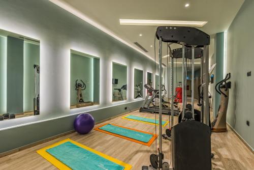 The fitness centre and/or fitness facilities at Alexandra Beach Resort & Spa