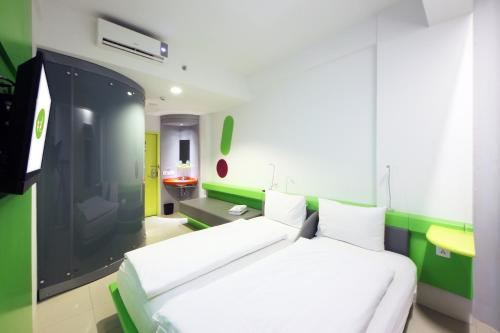 A bed or beds in a room at POP! Hotel Kemang Jakarta