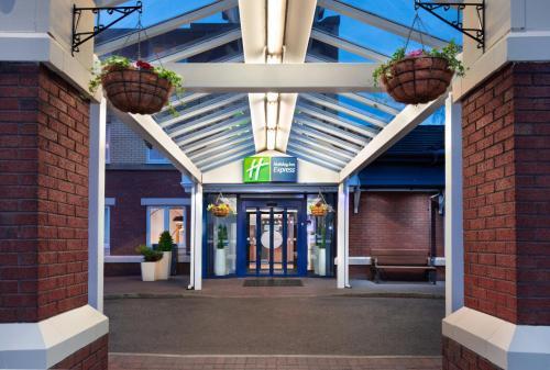 Holiday Inn Express Strathclyde Park M74, Jct 5