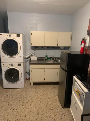 A kitchen or kitchenette at Quiet stay in San Juan 15 mins to airport and beach