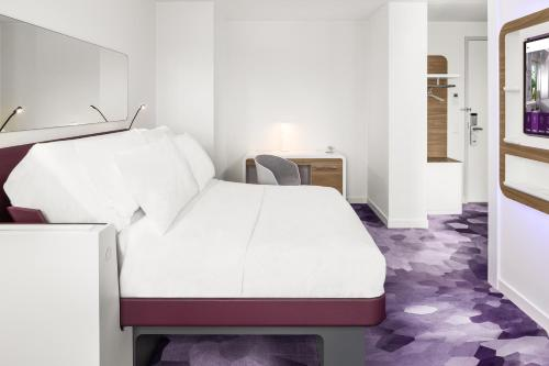 A bed or beds in a room at YOTEL Amsterdam