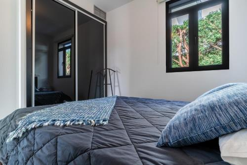 A bed or beds in a room at Lazareto Apartment by HR Madeira